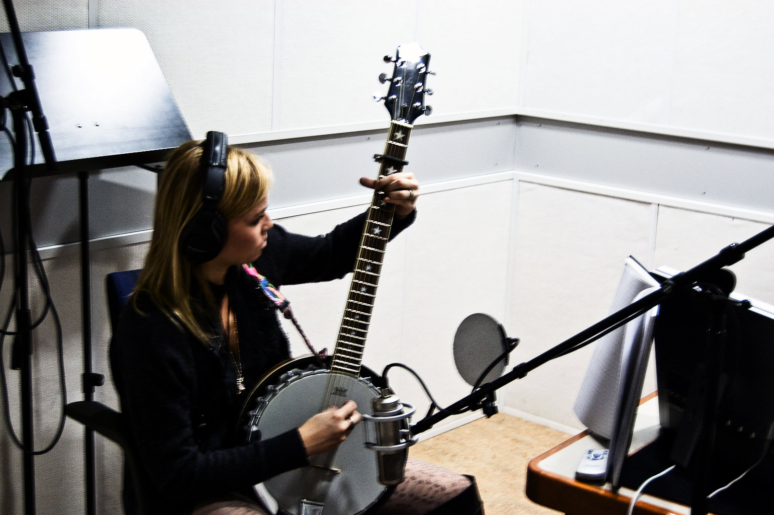 Sofia Talvik playing the banjo for on the new EP