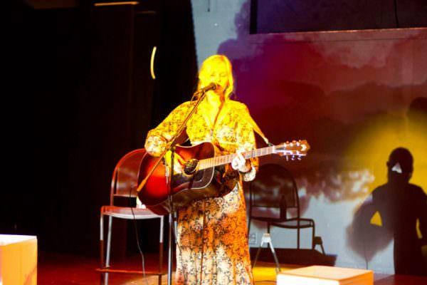 Sofia Talvik live on the Drivin' & Dreaming Tour
